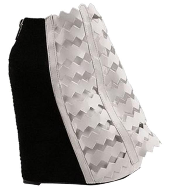 Item - White and Black Nokea Boots/Booties Size US 6 Regular (M, B)
