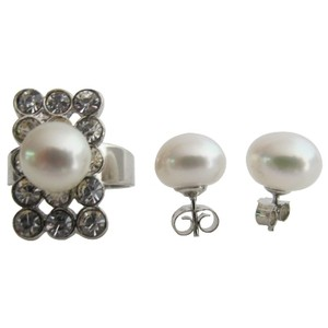 Fashion Jewelry For Everyone Off White Classic Round Natural Freshwater Pearl Ring with Stud Earrings