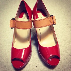 Max Studio Red Pumps
