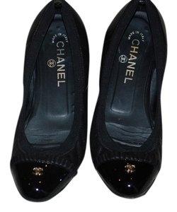 Chanel Ruffle Ballet Classic Black leather & black patent leather with light gold Flats