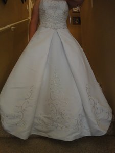 dce5315c66f David s Bridal White Polyester Style T8811 Traditional Wedding Dress Size 14  (L)