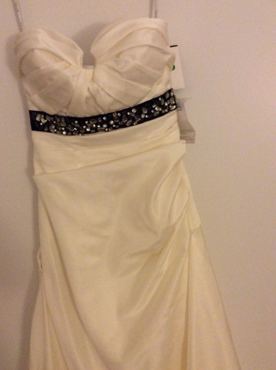 Love Culture White Strapless Formal Wedding Dress Size 2 (XS)