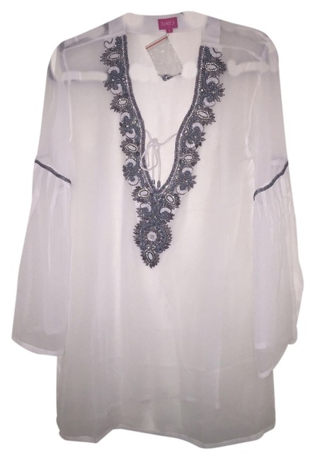 Preload https://item2.tradesy.com/images/white-tunic-size-4-s-4084786-0-0.jpg?width=400&height=650