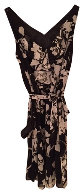 Preload https://item3.tradesy.com/images/express-black-white-floral-pattern-above-knee-short-casual-dress-size-0-xs-4086142-0-2.jpg?width=400&height=650