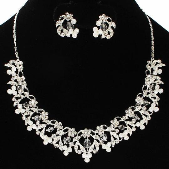 Silver Pearl Necklace and Earring Jewelry Set