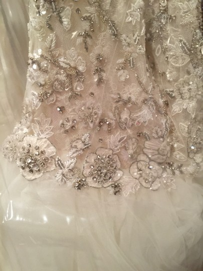 Eve of Milady Ivory Tulle Lace. 1521 Formal Wedding Dress Size 8 (M)