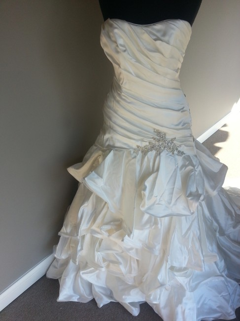 Item - Ivory Satin Lucianna Feminine Wedding Dress Size 12 (L)