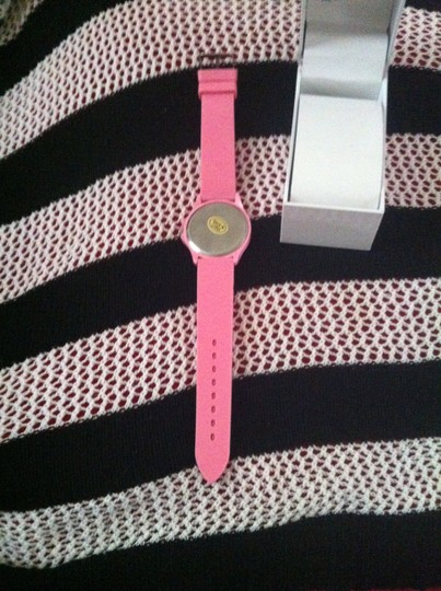 Finger Hut Quartz BRAND NEW IN BOX, Never Worn Pink Diamond-Like Accents Around Face-DIAL FLASHES AND CHANGES COLOR- Retail $59.99