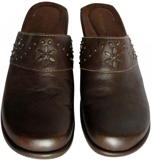 Preload https://item4.tradesy.com/images/sonoma-brown-mules-409623-0-0.jpg?width=440&height=440