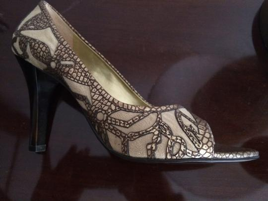 Carlos by Carlos Santana Peep Toes Leather And Suede Size 9 Tan Pumps