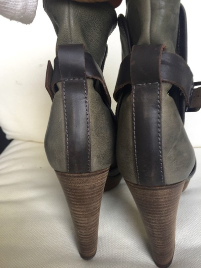 Chloé Leather Buckle Gray & Brown Boots