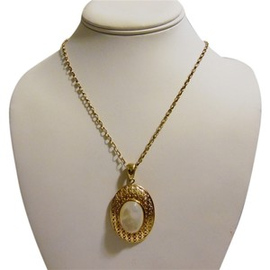 Veronese Collection Veronese Collection Mother of Pearl Pendant with Chain Necklace
