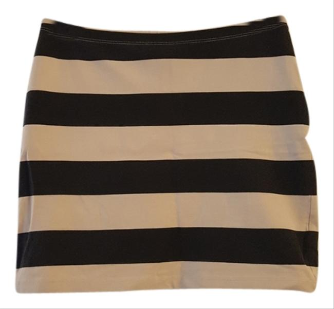 Preload https://item3.tradesy.com/images/divided-by-h-and-m-striped-mini-cotton-elastane-miniskirt-beige-4110787-0-0.jpg?width=400&height=650