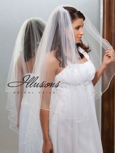 Illusions Bridal Ivory Medium With Corded Edge