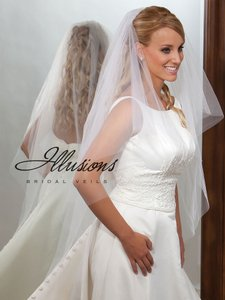 Illusions Bridal Ivory Veil With Scattered Rhinestones