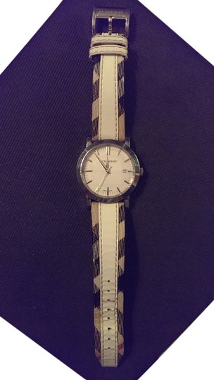 Preload https://img-static.tradesy.com/item/4118758/burberry-cream-leather-band-with-signature-trim-stainless-steel-water-resistant-watch-0-12-540-540.jpg