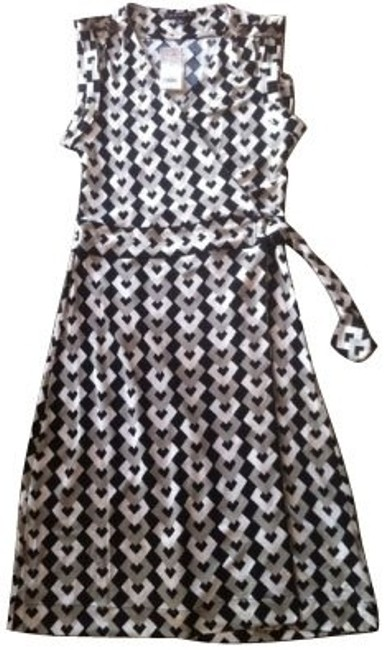 Preload https://item3.tradesy.com/images/banana-republic-blackwhite-short-casual-dress-size-10-m-412-0-0.jpg?width=400&height=650
