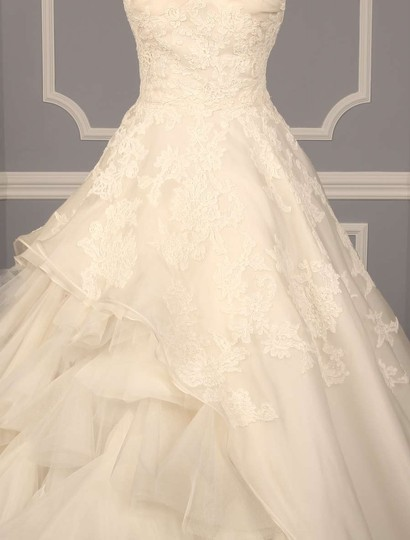 Oscar de la Renta Very Light Ivory (Looks Diamond White) Re-embroidered Floral Bouquet Lace Silk Organza and Tulle Brynn 55n68 Wedding Dress Size 10 (M)