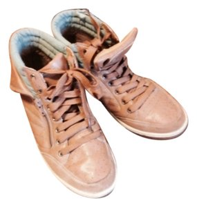 Preload https://item2.tradesy.com/images/us-polo-assn-tan-and-green-sneakers-size-us-9-regular-m-b-4123366-0-0.jpg?width=440&height=440