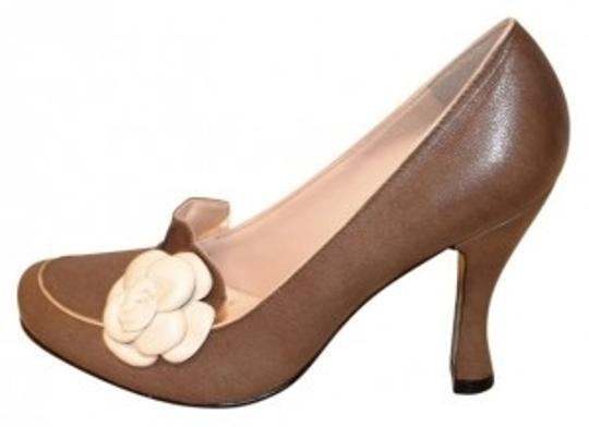 Preload https://item4.tradesy.com/images/bcbgeneration-light-browntaupe-leather-with-flower-detail-pumps-size-us-6-regular-m-b-41293-0-0.jpg?width=440&height=440
