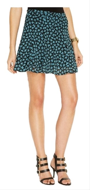 Preload https://item4.tradesy.com/images/michael-kors-flared-floral-size-petite-8-m-4131268-0-0.jpg?width=400&height=650
