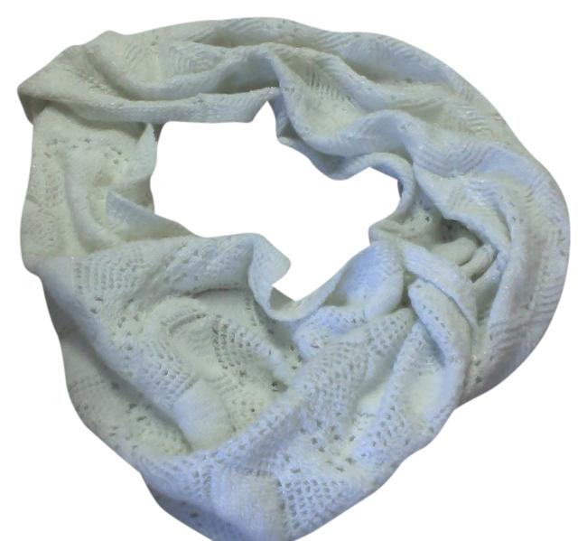 Item - White Circle Scarf/Wrap