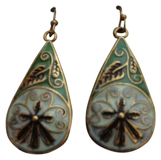 Preload https://item2.tradesy.com/images/green-blue-new-leaf-floral-with-backing-earrings-4133086-0-0.jpg?width=440&height=440