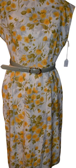 Item - Yellow Floral 50's Pinup Classic Short Sleeve Mid-length Cocktail Dress Size 10 (M)