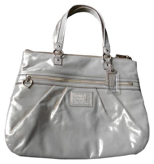 Preload https://item3.tradesy.com/images/coach-tote-bag-champaigne-4137922-0-0.jpg?width=440&height=440