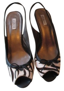 Alfani black and white Pumps