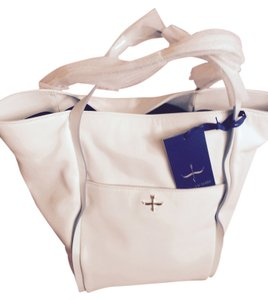 Pour La Victoire Gold Accents Bottom Has Legs Holds A Lot ! In Wrapping Tote in WHITE