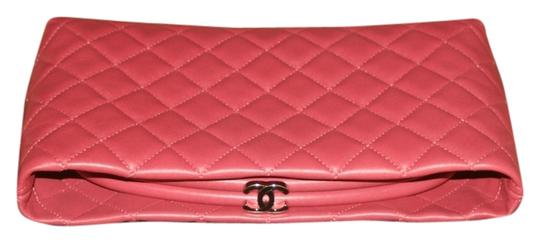 Preload https://item4.tradesy.com/images/chanel-pink-evening-clutch-kisslock-cc-quilted-mini-classic-timeless-frame-bag-wallet-4143433-0-0.jpg?width=440&height=440