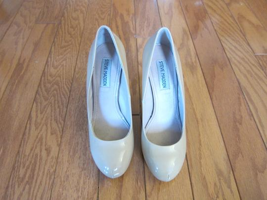 Preload https://item2.tradesy.com/images/steve-madden-nude-patent-leather-pump-pumps-4143841-0-1.jpg?width=440&height=440