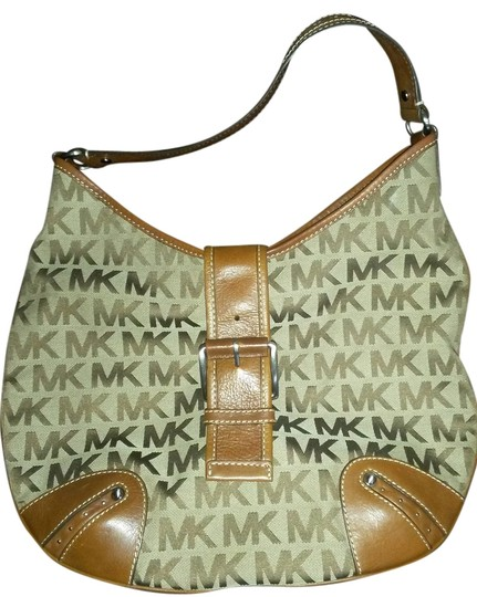 Preload https://img-static.tradesy.com/item/4144408/michael-kors-large-beigeluggage-canvas-and-leather-hobo-bag-0-0-540-540.jpg