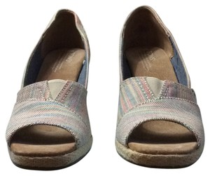 Tom's Striped Wedges