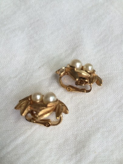 Avon Avon Vintage Costume jewelry pearl & gold tone clip on earrings