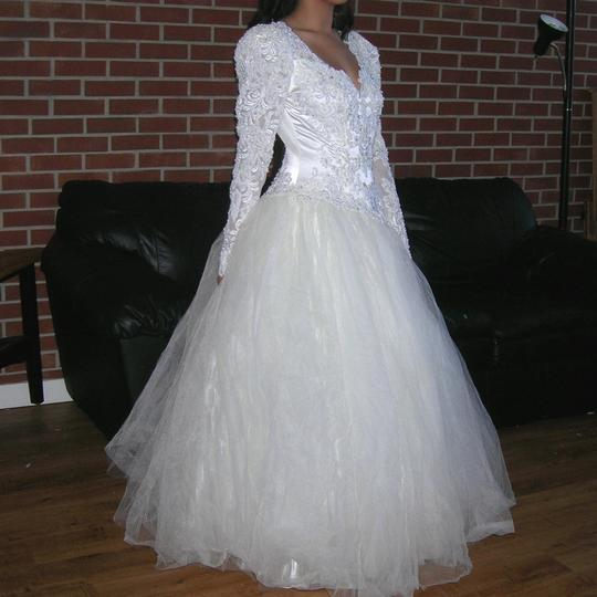 Off White/Cream Satin Vintage Beaded Sequin Lace Bridal Ball Gown Feminine Wedding Dress Size 4 (S)