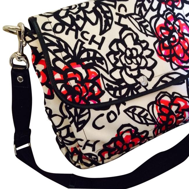 Item - Graffiti Poppy White Black Pink Laptop Bag