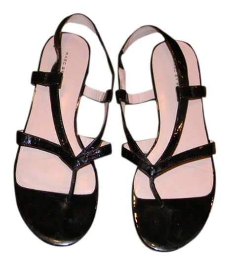 Marc Jacobs Size 8 black patent leather Sandals