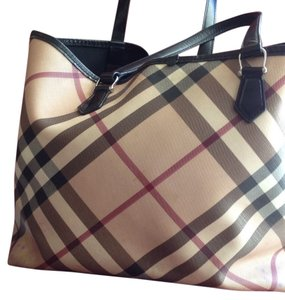 Burberry Tote in Beige And Black