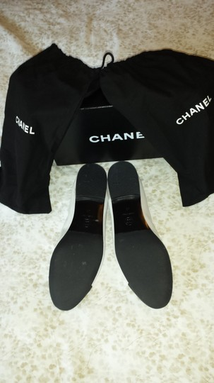 Chanel Pearly white and black tip Flats