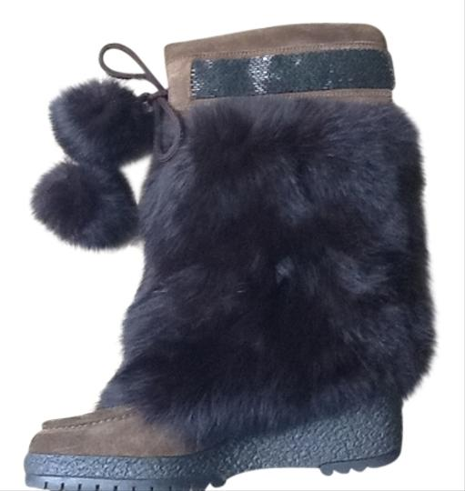 Preload https://item4.tradesy.com/images/coach-brown-suede-boots-4155208-0-0.jpg?width=440&height=440