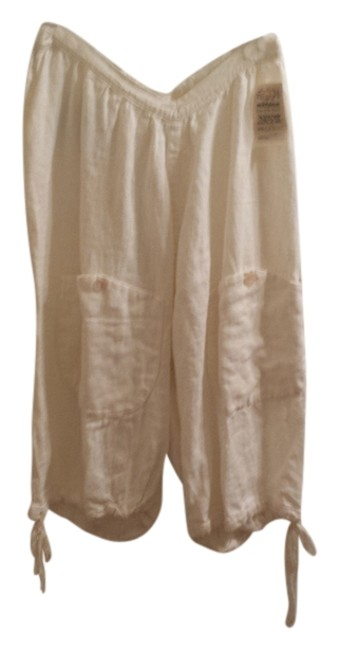 Item - Off White Capris Size OS (one size)