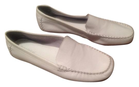 Preload https://item2.tradesy.com/images/white-flats-size-us-10-regular-m-b-4158991-0-0.jpg?width=440&height=440