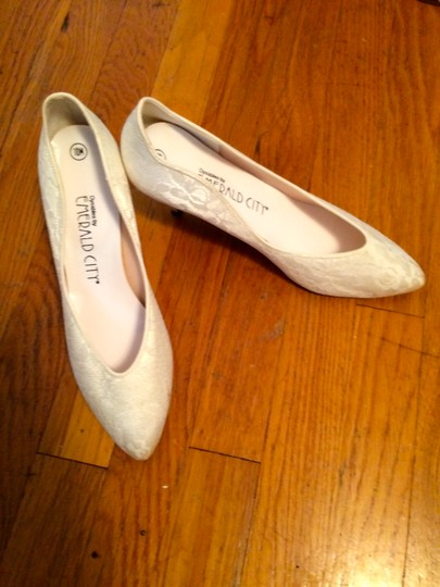 White Lace Bright Low Heel Pumps Size US 10 Regular (M, B)