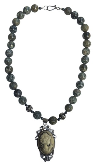 Preload https://img-static.tradesy.com/item/4161604/green-brown-cameo-style-and-beads-necklace-0-0-540-540.jpg