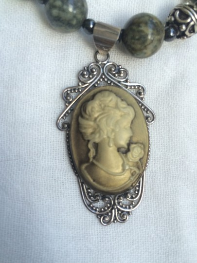 Other Cameo style and green brown beads Necklace