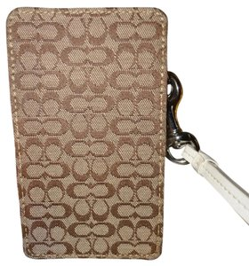 Coach Coach Signature IPOD/ i-phone 3/3s/4/4s/5/5s Case/Wristlet Will fit alot of android's as well.Metal White Coach Hangtag PERFECT CONDITION!