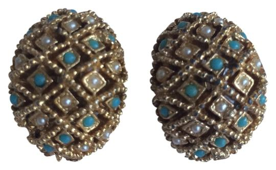 Preload https://item5.tradesy.com/images/turquoise-pearl-gold-tone-clip-on-earrings-4164319-0-0.jpg?width=440&height=440