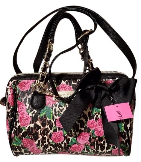 Preload https://item1.tradesy.com/images/betsey-johnson-black-and-pink-faux-leather-cross-body-bag-4164745-0-0.jpg?width=440&height=440